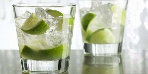 Caipirinha de vodka o caipirosca